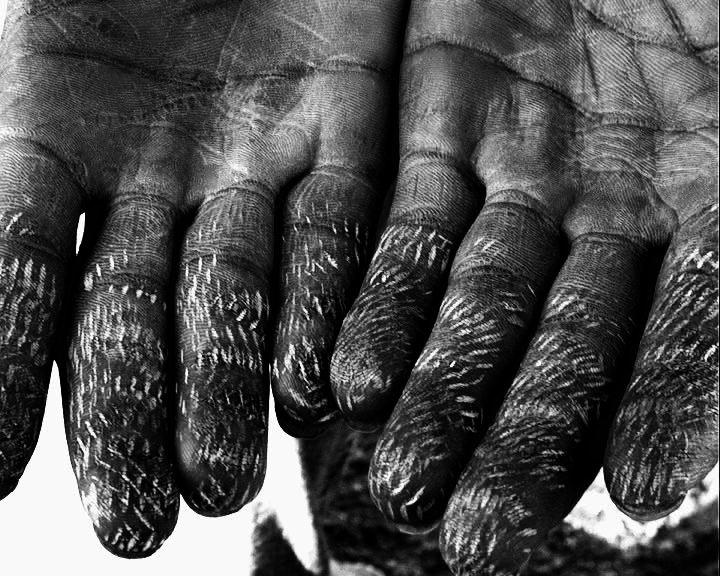 sylvain-george-qrer-doigts-brules.jpg